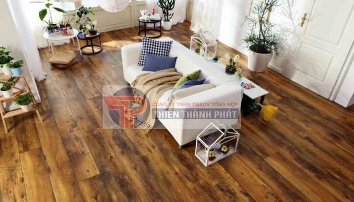 Sàn gỗ công nghiệp mặt sần có ưu điểm nổi bật nhất là khả năng chống trơn trượt, chống xước cao