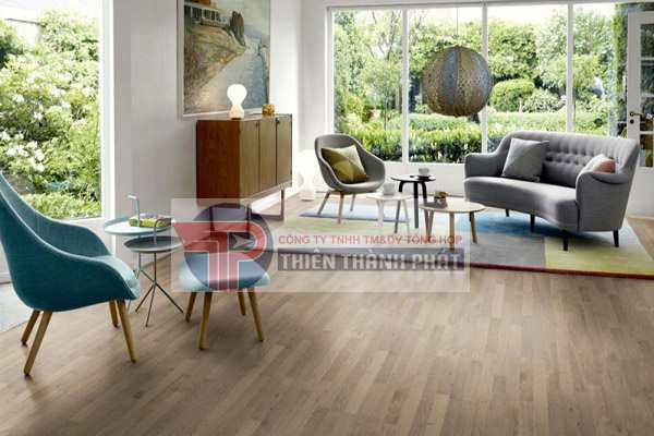 Những sản phẩm sàn gỗ công nghiệp cao cấp thường có khả năng chịu nước ít nhất từ 8 – 10 giờ