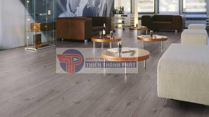 Sàn gỗ có khả năng chịu nước tốt thường thuộc phân khúc sản phẩm sàn gỗ công nghiệp cao cấp