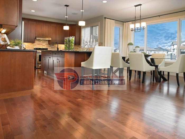 Người dùng nên chọn loại sàn có chất lượng và độ bền tốt, khả năng chống nước, mối mọt cao