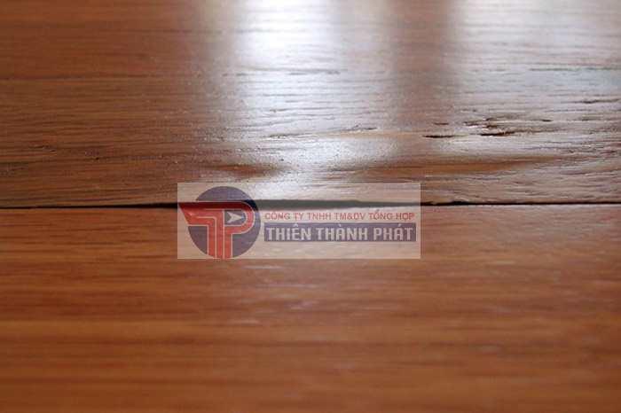 Khi sàn gỗ của gia đình bạn xuất hiện hiện tượng bị phồng rộp hãy nhanh chóng tìm cách khắc phục
