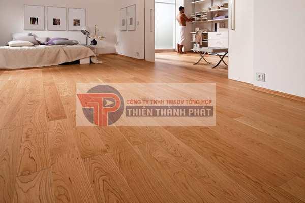 Sàn gỗ sau khi lắp đặt xong, hãy để khoảng 12 tiếng sau mới kê đồ đạc