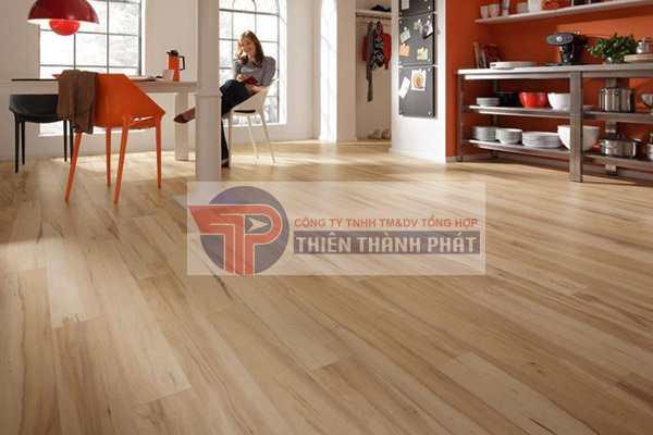 So với sàn gỗ có độ dày 8 mm, loại 12 mm thường có giá cả cao hơn rất nhiều