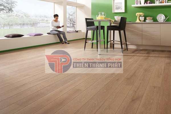 Với nhà riêng, thông thường các phòng ngủ ở các tầng có diện tích từ 10 – 20 m2 rất thích hợp nếu sử dụng lát sàn 8 mm