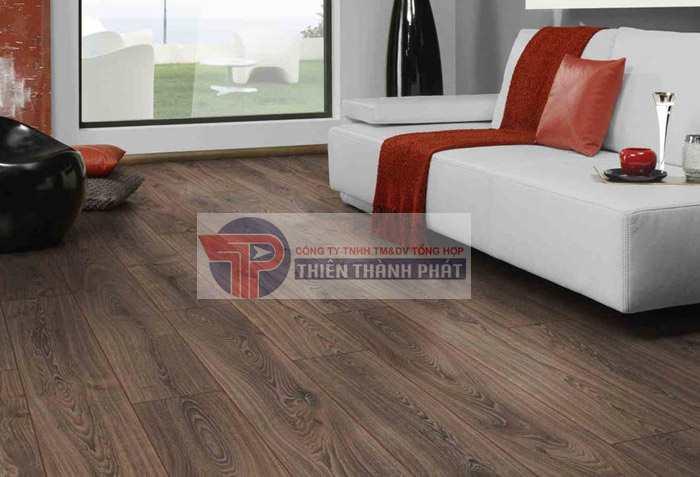 Tính năng chịu nước trên sàn gỗ công nghiệp chỉ giúp hạn chế các hư hỏng nêu sàn gỗ tiếp xúc với nước