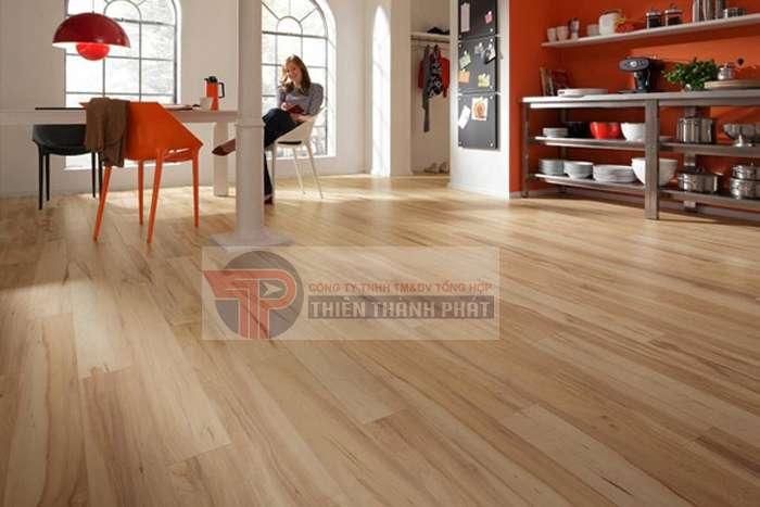 Sàn gỗ công nghiệp là loại vật liệu được sản xuất bằng công nghệ hiện đại, thông qua việc ép bột gỗ tự nhiên thành các tấm gỗ HDF