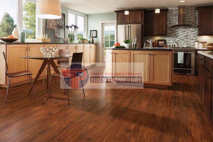 Nên chọn các loại sàn có khả năng chống ẩm, chống nước và chống trầy xước tốt
