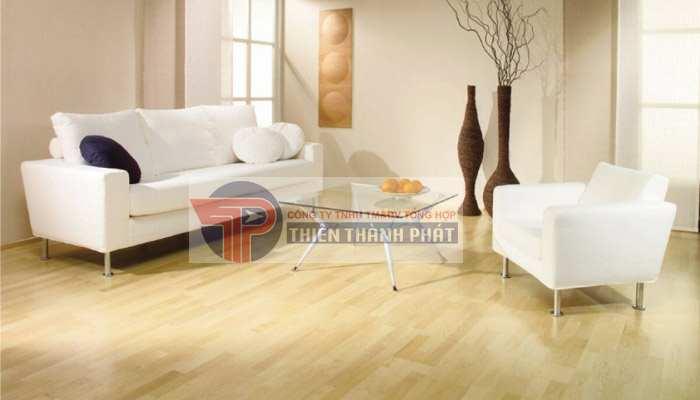Màu sắc sàn gỗ phù hợp nhất là màu trắng và vàng