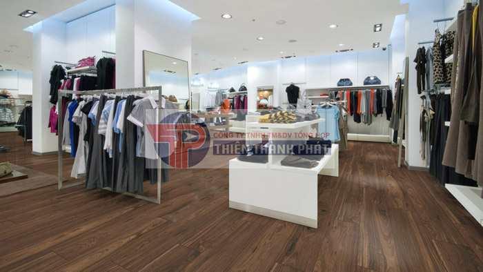 Lắp đặt sàn gỗ công nghiệp cho shop áo quần tại Đà Nẵng