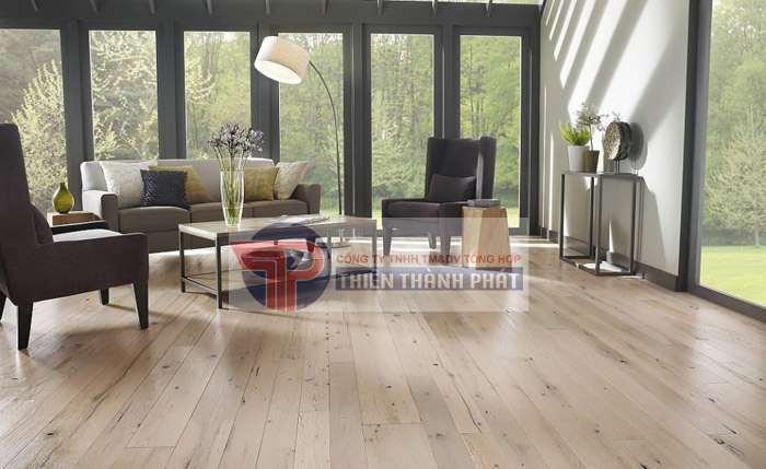 Nếu chọn các mẫu sàn gỗ công nghiệp có màu tối cho phòng nhỏ hẹp hãy nhớ chú ý để cho màu tường được sáng hơn
