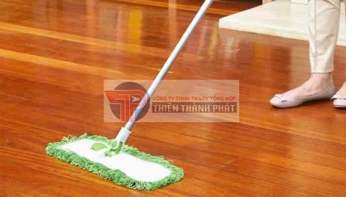 Việc vệ sinh cho hệ sàn là điều cần thiết và vô cùng quan trọng để giúp sàn nhà được bền lâu hơn và đẹp hơn