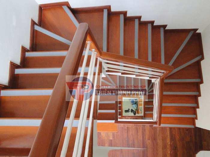 Sàn gỗ công nghiệp để lát cầu thang