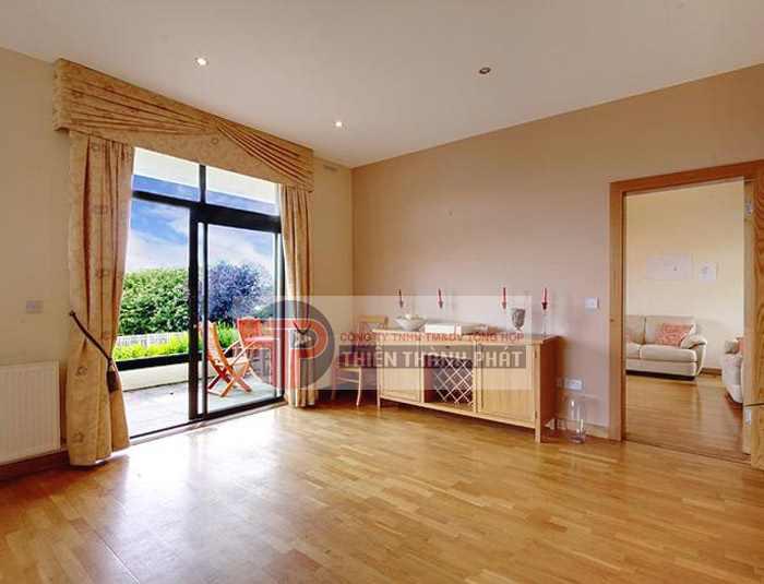 Sàn gỗ công nghiệp loại bản nhỏ thường được sử dụng trong những căn phòng có diện tích vừa và nhỏ