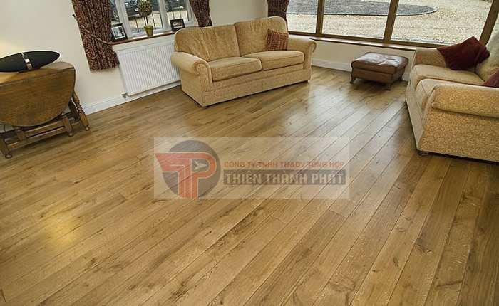 Sàn gỗ công nghiệp có độ dày 8 mm dễ phù hợp với những căn hộ có diện tích trung bình và nhỏ