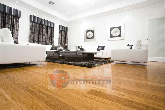 Nên lựa chọn các mẫu sàn gỗ có màu tương phản với tường nhằm làm nổi bật các đồ nội thất trong phòng