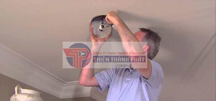 Bước 4: Lắp đặt đèn led lên trần thạch cao