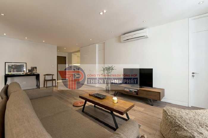 Sử dụng trần thạch cao dạng phẳng cho phòng khách nhỏ