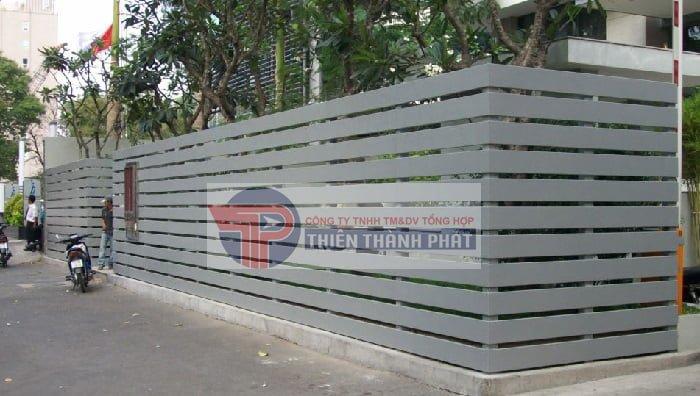 Hàng rào được làm bằng gỗ nhân tạo Conwood